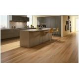 aplicação de piso de madeira