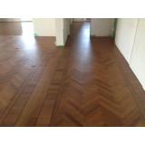 aplicação de piso laminado