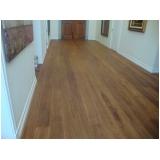 aplicação de piso vinílico em madeira