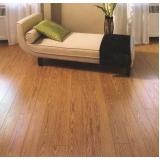 colocação de piso vinílico de madeira