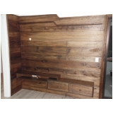assoalho de madeira clara