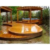 deck de madeira na parede Samambaia