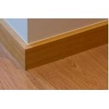 aplicação de deck de madeira para parede