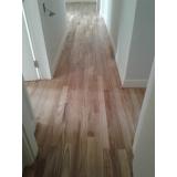 piso de madeira para residência