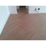 piso de madeira para sacada