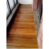piso vinílico de madeira para academia